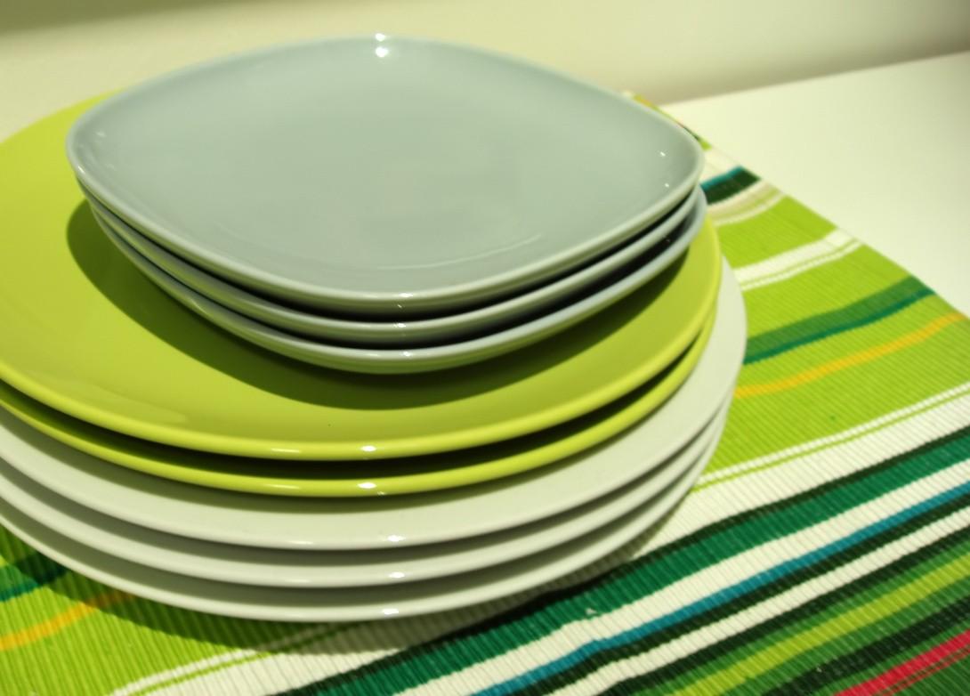 Talerze na stole