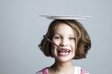 Dziewczynka z talerzem
