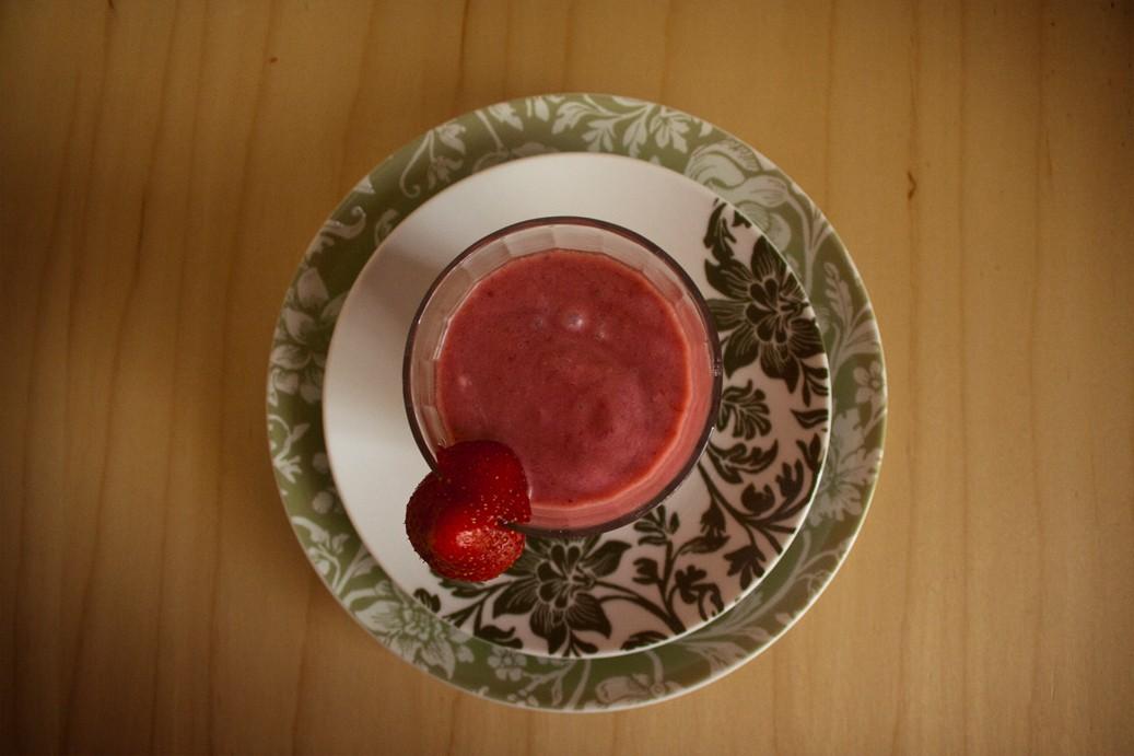 Truskawkowe smoothie z mlekiem kokosowym