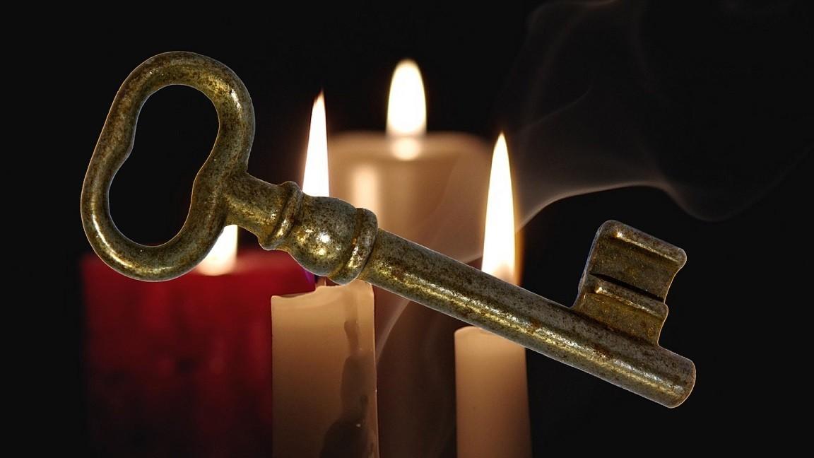 świece i klucz