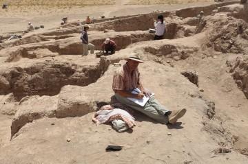 tellArbid wykopaliska - Garnek archeologa