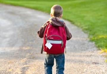 Dziecko - plecak - szkolny