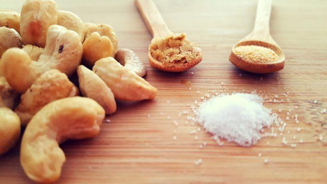 wegański parmezan składniki