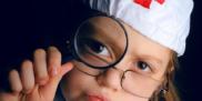 dziewczynka lekarz