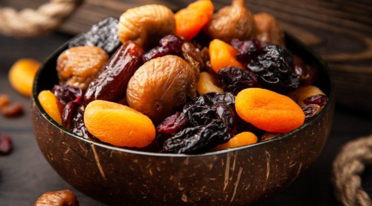 Dlaczego warto jeść suszone owoce