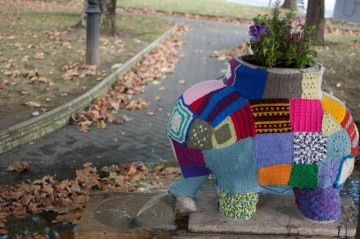 Yarn bombing - słoń